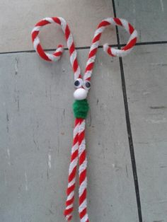 Christmas crafts for children - Funky pipe cleaner reindeer