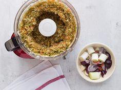 Die selbstgemachte Instant Brühe hält sich monatelang im Glas und verleiht Suppen, Soßen oder Pasta schnelle Würze – ohne künstliche Geschmacksverstärker.