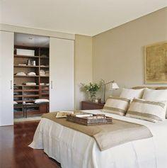 Gana un pequeño vestidor - Bedroom Colors, Home Decor Bedroom, Living Room Decor, Style At Home, Home Room Design, House Design, Bedroom Layouts, Trendy Bedroom, Fashion Room