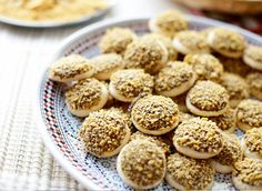Maizena koekjes | Kookmutsjes Cornflakes, Cooking Cookies, Pasta, Cupcakes, Biscuits, Sweet Tooth, Cereal, Spices, Food And Drink