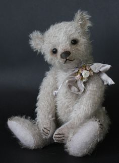 Willow- A 10 inch  antique style bear Victoria Allum of Humble Crumble Bears