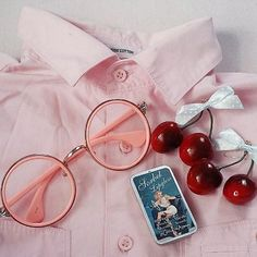 ♥ the cutest monthly kawaii subscription box ♥ receive cute items from japa Red Aesthetic, Aesthetic Grunge, Aesthetic Vintage, Aesthetic Fashion, Kawaii Subscription Box, Kawaii Shop, Up Girl, Miraculous Ladybug, Pastel Pink