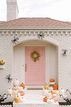 Pink Halloween, Halloween This Year, Halloween House, Spirit Halloween, Easy Halloween, Halloween Party, Halloween 2020, Faux Pumpkins, Painted Pumpkins