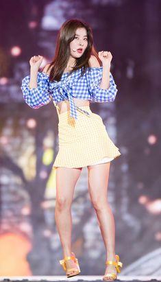 Seulgi bring gorgeous and fierce as always! Stage Outfits, Kpop Outfits, Kpop Fashion, School Fashion, South Korean Girls, Korean Girl Groups, Pose, Kim Yerim, Red Velvet Seulgi