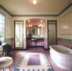 The art deco style is more present than ever today. People are interested in this centubry's style and usually design their bathrooms this way. But what is the art deco actually? 1920s Bathroom, Art Deco Bathroom, Vintage Bathrooms, Mirror Bathroom, Design Bathroom, Bath Design, Tile Design, Casa Art Deco, Muebles Art Deco