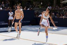 Siempre grande Rafa: Arthur Kulkov, Akin Akman, Chanel Iman y Constance Jablonski entre otros se enfrentan a Nadal en un partido de strip-tenis en Nueva York, presentando que el español será la imagen de Tommy Hilfiger. Por cada fallo, había que quitarse una prenda.