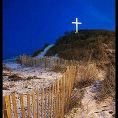 The Pensacola Beach Cross at Night Pensacola Beach Florida, Florida Beaches, Florida Maps, Pensacola Lighthouse, Machu Picchu Tours, Beach Pink, Romantic Beach, Visit Florida, Tropical Beaches