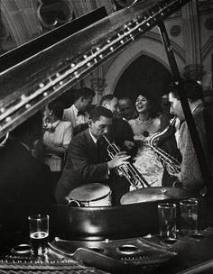 play some jazz Newport, Rhode Island, 1954 Elliott Erwitt Robert Frank, Robert Doisneau, Documentary Photographers, Famous Photographers, Magnum Photos, Old Photography, Street Photography, Landscape Photography, Portrait Photography