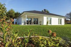 Dieses und viele Häuser mehr gibt es auf Fertighaus.de – Ihr Hausbau aus einer Hand: Schnell, preiswert und von geprüften Anbietern. Town Country Haus, House In The Woods, House Plans, Shed, Construction, Exterior, Outdoor Structures, Outdoor Decor, Home Decor