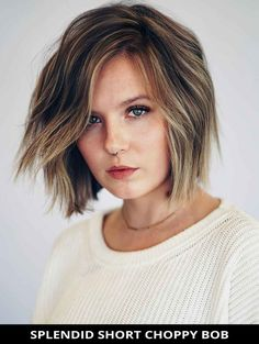 Get this seriously cool splendid short choppy bob for the ultimate inspiration! Need more inspiration like this? Here are the 49 amazing ways to style choppy bob hairstyles you have to see. // Photo Credit: @rayvoltagebeauty on Instagram Short Choppy Bobs, Choppy Cut, Choppy Bob Hairstyles, Latest Hairstyles, Easy Hairstyles, Line Bob Haircut, A Line Bobs, Textured Bob, Cut And Style