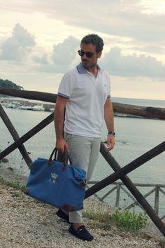 Blog di moda maschile e consigli sullo stile. Il blog del Marchese:borsa da viaggio My Style Bag;pantaloni bianchi a righe Haikure;bracciale GFase.
