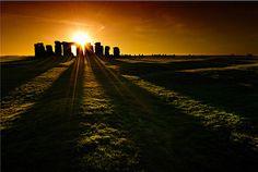 Stonehenge. Salisbury Plain, England. (Image source: Thpeter)  ...what an amazing photo! =]