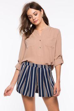 Блуза с карманами Размеры: S, M, L Цвет: бежевый, черный, винный/бордо Цена: 1149 руб.  #одежда #женщинам #блузы #коопт