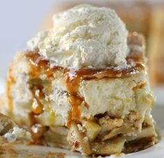 Upside Down Cheesecake Apple Pie! – Spend With Pennies Upside-down Cheesecake Apple Pie Recipe! Cheesecake is paired with perfect apple pie filling and wrapped in a flaky crust for the perfect dessert! Apple Pie Recipes, Apple Desserts, Fun Desserts, Sweet Recipes, Dessert Recipes, Easy Pie Recipes, Tart Recipes, Delicious Recipes, Apple Pie Cheesecake