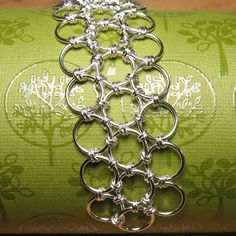 Japanese 6-in-1 Jump Ring Chain.  Free Step-by-Step Instructions.  Visit the website for step-by-step instructions, kits and supplies and other chainmail projects
