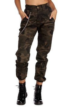Step Up Camo Cargo Joggers Camo Pants Outfit, Camo Outfits, Casual Outfits, Fashion Outfits, Army Clothes, Cute Skirt Outfits, Pantalon Cargo, Swag Outfits For Girls, Pants For Women