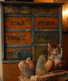 Love old spice cabinets Old Wooden Boxes, Wooden Drawers, Prim Decor, Primitive Decor, Country Living Decor, Spice Tins, Primitive Furniture, Spice Cabinets, Country Primitive