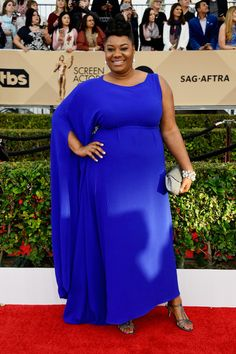 The 2016 SAG Awards Red Carpet With Queen Latifah, Uzo Aduba, & More | Stylish Curves