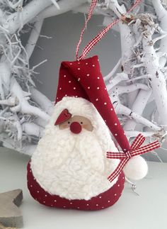 Not free but cute Santa pattern.Learn about Homemade GiftsRead information on DIY Christmas Gifts Felt Christmas Decorations, Christmas Ornament Crafts, Christmas Sewing, Felt Ornaments, Diy Christmas Gifts, Christmas Art, Christmas Projects, Holiday Crafts, Christmas Stockings