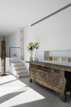 Modern Interior with stunning Asian Chinese antique rustic chest cabinet accent… Modern Interior, Interior Architecture, Interior Design, Design Art, Asian Interior, Japanese Interior, Salon Design, Contemporary Architecture, Scandinavia Design