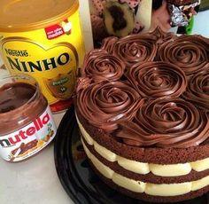 Nunca foi tão fácil enfiar o pé na jaca com uma receita fácil e gostosa como essa do bolo de Nutella com Leite Ninho. Melhor receita! Confira.