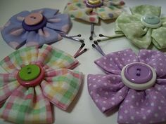 Fabric Flower Hair Pin - party favours :)  http://mousechirpy-polkadotpineapple.blogspot.com/2010/01/quick-n-easy-flower-hair-pins.html