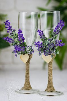 Lavender Wedding Flutes, Personalized Champagne Flutes, Toasting Flutes for Bride and Groom, Rustic Wedding Botanical Country wedding,  2pcs