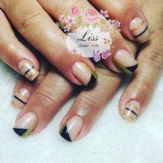 """GOLD STRIPES""  #uñasacrilicas en #tononatural con decoración #nailart con motivos lineales #amano  Coge tu hora por WhatsApp al 651193610. #uñasdecoradaspor#lissartisticnailspara#nailstagram#nailsofinstagram#nails2inspirey#barcelonanails#barcelonagram#uñasbarcelona. Si queréis ver más diseños#followme!!"