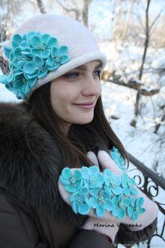 Комплект валяный шапочка и варежки Цветочки – купить в интернет-магазине на Ярмарке Мастеров с доставкой