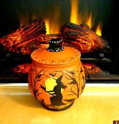 UNIQUE HALLOWEEN* WITCHES* HAUNTED HOUSES*RAVEN*BATS*CATS COOKIE/TREAT GLASS JAR