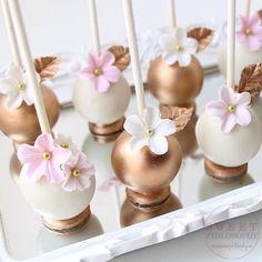 Beautiful Cupcakes, Gorgeous Cakes, Pretty Cakes, Elegant Cake Pops, Elegant Cakes, Flower Cake Pops, Pink Cake Pops, Flower Cakes, Gold And White Cake