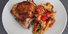 Utrolig simpel, men virkelig velsmagende ret, hvor både kylling, ris og grøntsager tilberedes samtidig. Så bliver det næsten ikke nemmere.