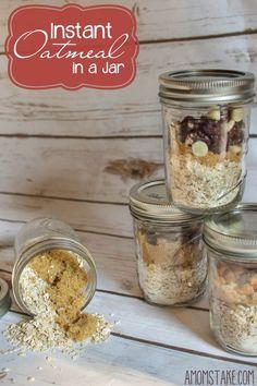 Easy Oatmeal in a jar quick breakfast idea, mason jar gifts