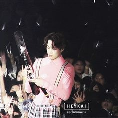 When the gun actually works for JongIn...OMG look a that super cute face !!! He really looks so happpyy >.< ♥