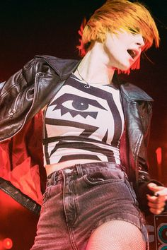 Hayley Williams still wearing that necklace. If it's not in a pic it's under a shirt and/or edited out.