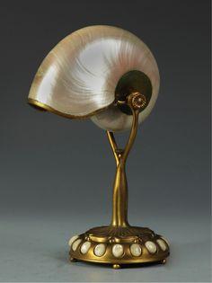 Nautilus Lamp (Abajur de concha de Náutilo)