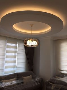 37 Unique And Simple Ceiling Design - In years gone by, people were aware that unique ceiling designs were as important as the design of the rest of the house. This is not so true today. Simple Ceiling Design, Gypsum Ceiling Design, House Ceiling Design, Ceiling Design Living Room, Bedroom False Ceiling Design, False Ceiling Living Room, Home Ceiling, Living Room Lighting, Living Room Interior