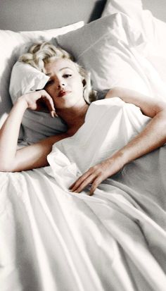 The Bed Sitting by Milton Greene October of 1953 Marilyn Monroe, Milton Greene, Rare Images, Norma Jean, Film Industry, Poses, The Twenties, Hollywood, Actresses