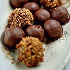 Mogyorós bonbon - akár szaloncukor is lehet Dumpling, Fudge, Almond, Sweet Treats, Bakery, Cooking Recipes, Favorite Recipes, Sweets, Snacks