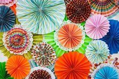 colourful DIY fan backdrop http://su.pr/24sjQG