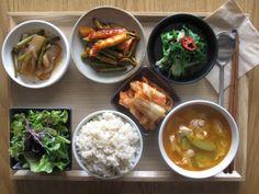 2012년 6월 8일 금요일 그때그때밥상입니다! 곤약마늘쫑조림, 오징어미나리초회, 청경채부추나물, 배추김치, 상추샐러드, 현미밥, 순두부찌개입니다! 식감이 풍부한 오늘의 식단!