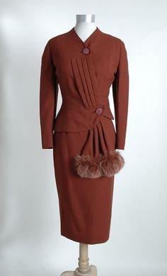 1940s rusty colored Lilli Ann suit with fox fur swag (hemlockvintage.com).