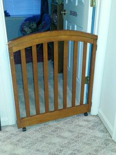 Swing gate for room to keep kids or pets out made from baby crib Dog Gates, Pet Gate, Baby Gates, Old Headboard, Headboard Ideas, Wooden Cribs, Old Cribs, Redoing Furniture, Wood Projects For Kids