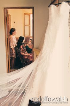 Antigua Guatemala colonial town weddings, bride getting ready http://www.photowalsh.com