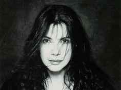 Carole Champagne, connue sous le nom de Carole Laure, née le 5 août 1948 à Shawinigan au Québec, est une chanteuse, actrice, réalisatrice, scénariste et productrice québécoise