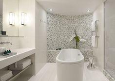 Ze tres sexy bathroom. Tres sexy indeed. (My hOtel: Sofitel Paris, Arc de Triomphe)