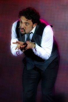 """24 marzo 2012 @ Palasele #EnricoBrignano in """"Tutto suo padre"""""""