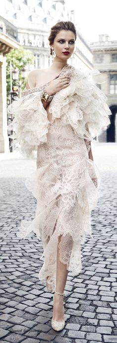 i realize its crazy couture, but so soft and feminine love Glamour, Before Midnight, Frou Frou, Mode Style, Beautiful Gowns, A Boutique, Elegance Boutique, Giorgio Armani, Look Fashion