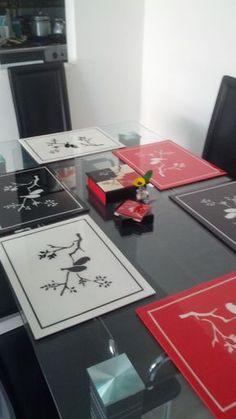 Resultado de imagen para individuales con resina Tea Coaster, Decoupage Vintage, Vintage Country, Paint Brushes, Classroom Decor, Table Runners, Ideas Para, Diy And Crafts, Stencils