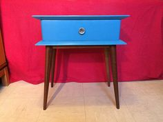 French furniture of quality of the 60s, renovated and brought up to date in our workshop!  In very dark wood, this beautiful bedside in solid wood and mahogany veneer has been completely stripped before being repainted in a trendy blue duck! The long compass feet were kept in their original state. The box offers an original design with bevelled stops. This bedside table offers a drawer of large dimensions, equipped with its original button in gilded metal.  The whole is in a very good state…